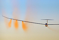 Segelflugzeug Quintus: SPANIEN 28.07.2015: Segelflugzeug vom Typ  Quintus im Ueberflug beim Wasser ablassen