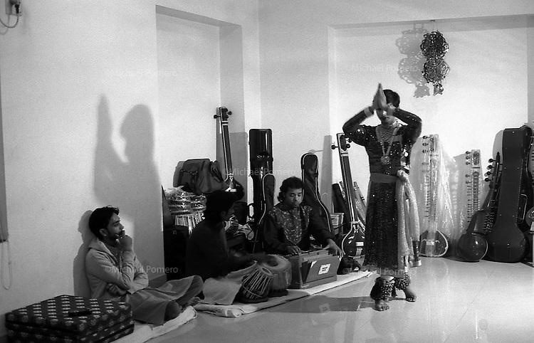 12.2010 Varanasi (Uttar Pradesh)<br /> <br /> Dancer performing katak dance.<br /> <br /> Danseur de  katak.