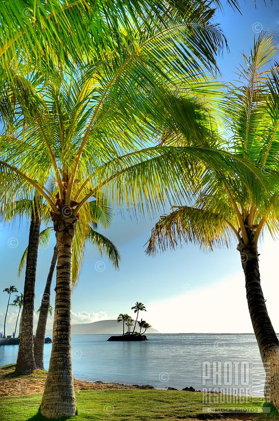 Wai'alae Beach Park and Kahala Beach, with Koko Head in the distance, East Honolulu, O'ahu.