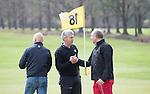 LOCHEM -  Shake hands op hole 18. Lochemse Golf Club De Graafschap. COPYRIGHT KOEN SUYK