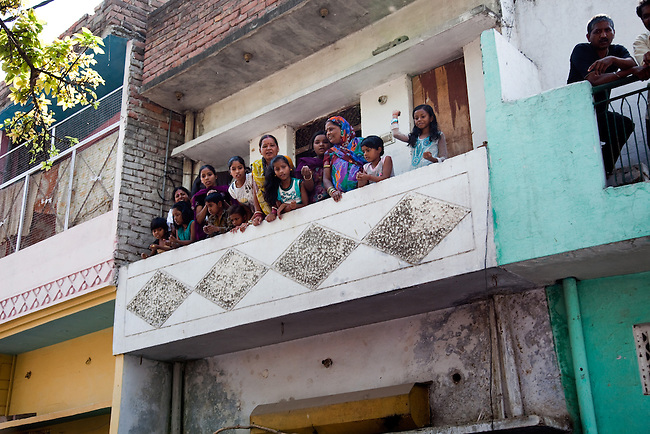 12 March 2013, Kanpur, Uttar Pradesh India: Local residents look on during the visit of the President of the World Bank, Mr Jim Yong Kim  to the low income suburb of Gwaltoli  on his tour of Kanpur in Uttar Pradesh state, India. Mr.Kim is visiting India  for meetings with local staff, Indian Government Ministers and to inspect projects sponsored by World Bank in regional areas. Picture by Graham Crouch/World Bank