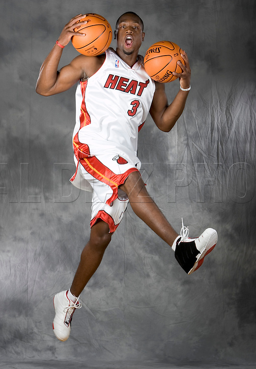 10/2/06 Photo by Al Diaz/Miami Herald Staff--Media Day for the Miami Heat at the American Airlines Arena.