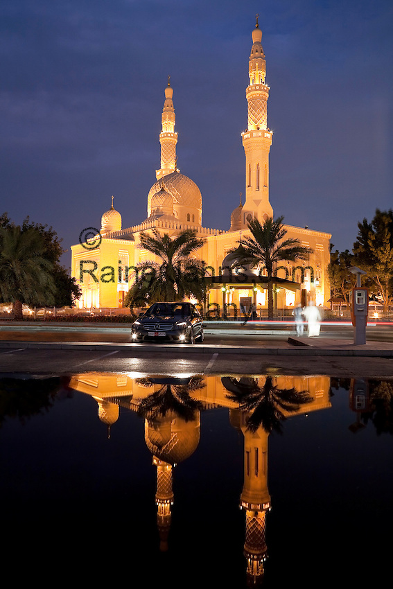 United Arab Emirates, Dubai: Night shot of the Jumeira Mosque