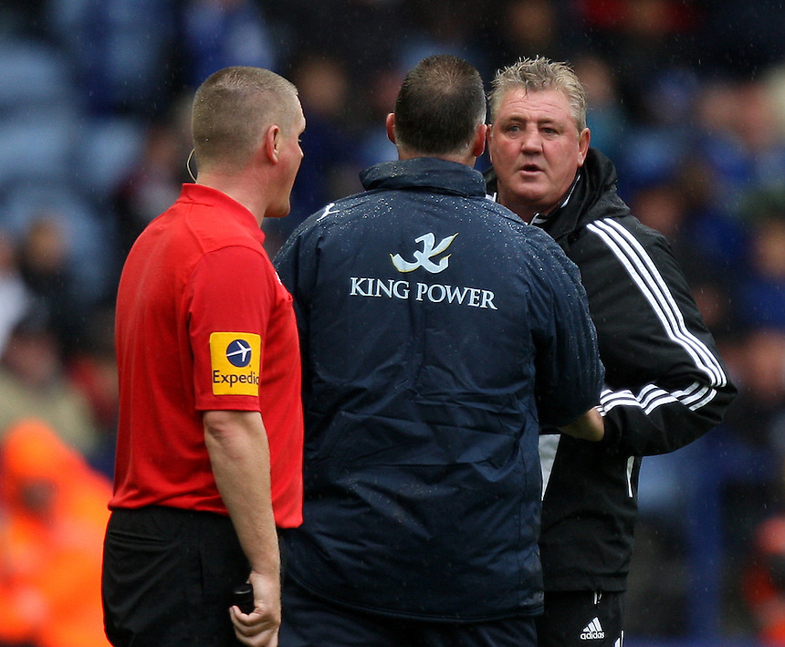 Hull City's Manager Steve Bruce  is dismissed for his rant at the linesman and Leicester City's Manager Nigel Pearson ..Football - npower Football League Championship - Leicester City v Hull City - Sunday 23rd September 2012 - King Power Stadium - Leicester..