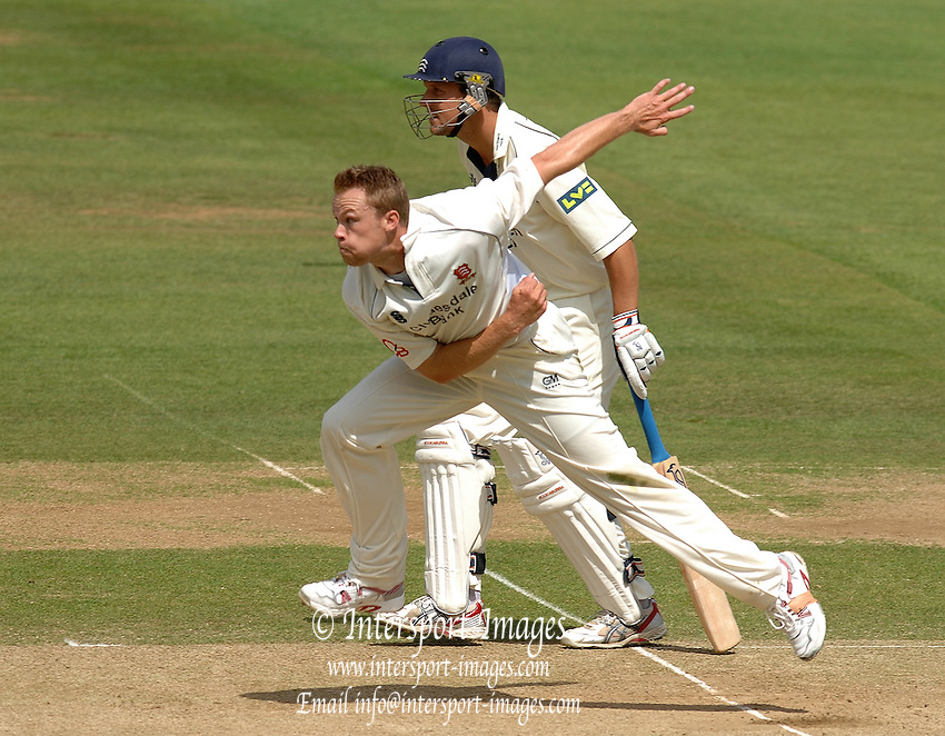 London, GREAT BRITAIN, Essex's Martin SAGGERS, watches the ball after the release and Ed SMITH starts to run, during the Liverpool Victoria Div 2 County championship match between  Middlesex vs Essex, at Lord's Cricket Ground, England on the 3rd days play  Sun 17.06.2007  [Photo, Peter Spurrier/Intersport-images].....