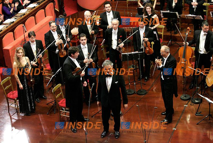 ANDREA BOCELLI DURANTE IL CONCERTO.Roma 19/12/2010 Concerto di Natale al Senato..Christmas concert at Senate..Photo Zucchi Insidefoto