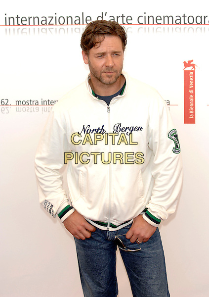 """RUSSELL CROWE.photocall for """"Cinderella Man"""".La Biennale, Venezia.62nd Venice Film Festival, Italy.5 September 2005.Ref: PL.half length """"North Bergen"""" zip up white top.www.capitalpictures.com.sales@capitalpictures.com.©Capital Pictures."""