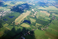 Boberger Niederung: EUROPA, DEUTSCHLAND, HAMBURG, (EUROPE, GERMANY), 19.06.2007: Boberger Niederung, Naturschutzgebiet in Hamburg, Naturschutz, Flaeche, Natur, Segelflugplatz Boberg, Bille, Duenen, Binnenduenen, botanisch wertvoll, Luftbild, Luftansicht, Air, Aufwind-Luftbilder..c o p y r i g h t : A U F W I N D - L U F T B I L D E R . de.G e r t r u d - B a e u m e r - S t i e g 1 0 2, .2 1 0 3 5 H a m b u r g , G e r m a n y.P h o n e + 4 9 (0) 1 7 1 - 6 8 6 6 0 6 9 .E m a i l H w e i 1 @ a o l . c o m.w w w . a u f w i n d - l u f t b i l d e r . d e.K o n t o : P o s t b a n k H a m b u r g .B l z : 2 0 0 1 0 0 2 0 .K o n t o : 5 8 3 6 5 7 2 0 9.C o p y r i g h t n u r f u e r j o u r n a l i s t i s c h Z w e c k e, keine P e r s o e n l i c h ke i t s r e c h t e v o r h a n d e n, V e r o e f f e n t l i c h u n g  n u r  m i t  H o n o r a r  n a c h M F M, N a m e n s n e n n u n g  u n d B e l e g e x e m p l a r !.