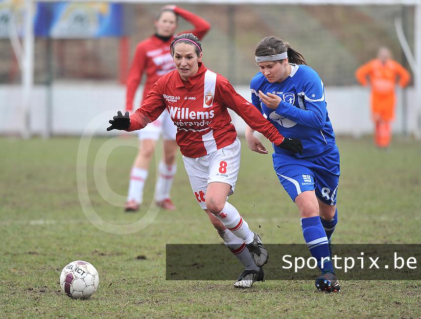 AA Gent Ladies - RAEC Mons : duel tussen Yasmina Benabid en Jolien Varewyck (rechts).foto Joke Vuylsteke / Vrouwenteam.be