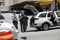 SAO PAULO, SP, 12 DE JANEIRO DE 2012 - CRACOLANDIA -  Dois homens e uma menor sao presos por trafico de drogas na região da carcolandia pela Policia Militar e encaminhado ao 3 DP, nesta tarde de quinta-feira (12). Foto Ricardo Lou - News Free
