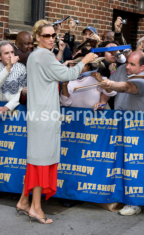 **ALL ROUND PICTURES FROM SOLARPIX.COM**.**SYNDICATION RIGHTS FOR UK, SPAIN, PORTUGAL, AUSTRALIA, S.AFRICA & DUBAI (U.A.E) ONLY**.Uma Thurman arrives for the filming of The Late Show with David Lettermanat the Ed Sullivan Theatre, New York City, NY, USA. 16th April 2008..This pic: Uma Thurman..JOB REF: 6167 PHZ/Janet Mayer DATE: 16_04_2008.**MUST CREDIT SOLARPIX.COM OR DOUBLE FEE WILL BE CHARGED* *UNDER NO CIRCUMSTANCES IS THIS IMAGE TO BE REPRODUCED FOR ANY ONLINE EDITION WITHOUT PRIOR PERMISSION*