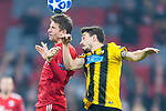 07.11.2018, Allianz Arena, Muenchen, GER, UEFA CL, FC Bayern Muenchen (GER) vs AEK Athen (GRC), Gruppe E, UEFA regulations prohibit any use of photographs as image sequences and/or quasi-video, im Bild Thomas Müller (FCB #25) im kampf mit Andre Simoes (AEK Athen #8) <br /> <br /> Foto © nordphoto / Straubmeier