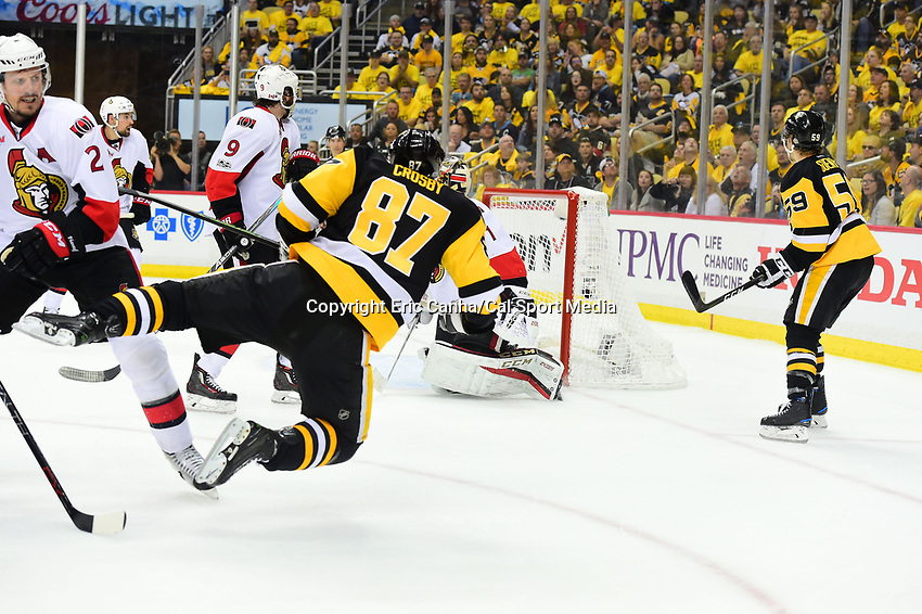 May 21, 2017: Pittsburgh Penguins center Sidney Crosby (87) trips during game five of the National Hockey League Eastern Conference Finals between the Ottawa Senators and the Pittsburgh Penguins, held at PPG Paints Arena, in Pittsburgh, PA. Pittsburgh shuts out Ottawa 7-0 to lead the series 3-2.  Eric Canha/CSM