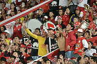 BOGOTÁ -COLOMBIA, 07-02-2016. Hinchas de Santa Fe animan a su equipo durante partido entre Independiente Santa Fe y Millonarios por la fecha 3 de la Liga Aguila I 2016 jugado en el estadio Nemesio Camacho El Campin de la ciudad de Bogota.  / Fans of Santa Fe cheer for their team during a match between Independiente Santa Fe and Millonarios for the date 3 of the Liga Aguila I 2016 played at the Nemesio Camacho El Campin Stadium in Bogota city. Photo: VizzorImage/ Gabriel Aponte / Staff