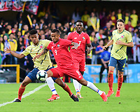 BOGOTA - COLOMBIA, 03-06-2019: Wilmar Barrios jugador de Colombia disputa el balón con Gabriel Torres jugador de Panamá durante partido amistoso entre Colombia y Panamá jugado en el estadio El Campín en Bogotá, Colombia. / Wilmar Barrios player of Colombia fights the ball with Gabriel Torres player of Panama during a friendly match between Colombia and Panama played at Estadio El Campin in Bogota, Colombia. Photo: VizzorImage / Nelson Rios / Cont