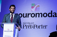 ATENCAO EDITOR IMAGEM EMBARGADA PARA VEICULOS INTERNACIONAIS - SAO PAULO, SP, 14 DE JANEIRO 2013 - ABERTURA COUROMODA 40 ANOS - O prefeito de Sao Paulo Fernando Haddad (PT) durante cerimonia de abertura da Couromoda 2013, o mais importante encontro de moda e negócios entre a indústria e o varejo de calçados e acessórios, no Complexo do Anhembi na regiao norte da capital paulista, nesta segunda-feira, 14. FOTO: VANESSA CARVALHO / BRAZIL PHOTO PRESS).