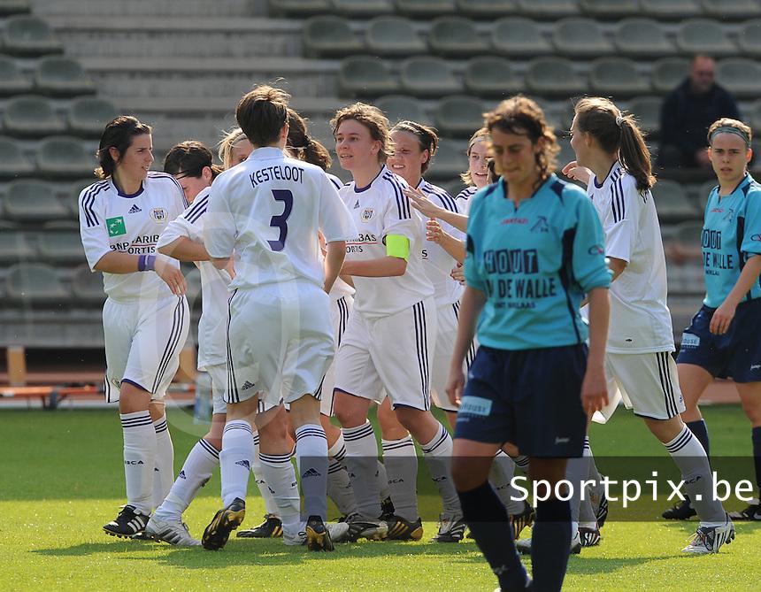 15 Mei 2010 Bekerfinale vrouwen : Sinaai Girls - RSC Anderlecht  : vreugde bij Anderlecht na de 1-0 goal .foto DAVID CATRY / Vrouwenteam.be