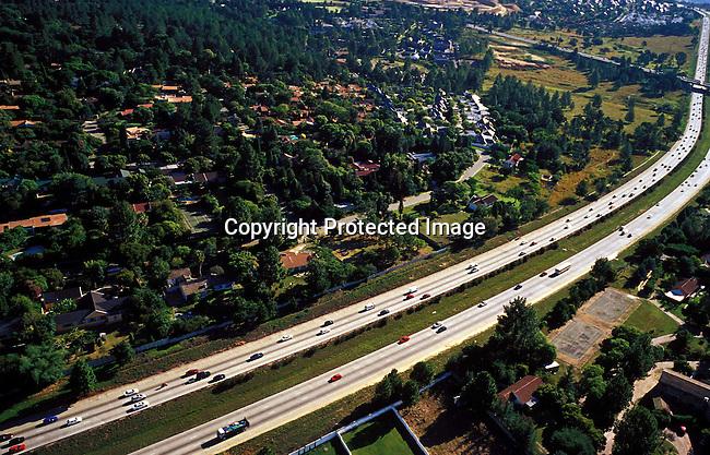 TRGENER16024.Transport. Roads. Highway between Johannesburg and Pretoria - N1 Midrand. .©Per-Anders Pettersson/iAfrika Photos