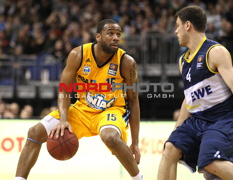 03.01.2014, O2 world, Berlin, GER, 1.BBL, ALBA Berlin vs EWE Baskets Oldenburg, im Bild Reggie Redding (Alba Berlin), Chris Kramer (Baskets Oldenburg)<br /> <br />               <br /> Foto &copy; nordphoto /  Schulz