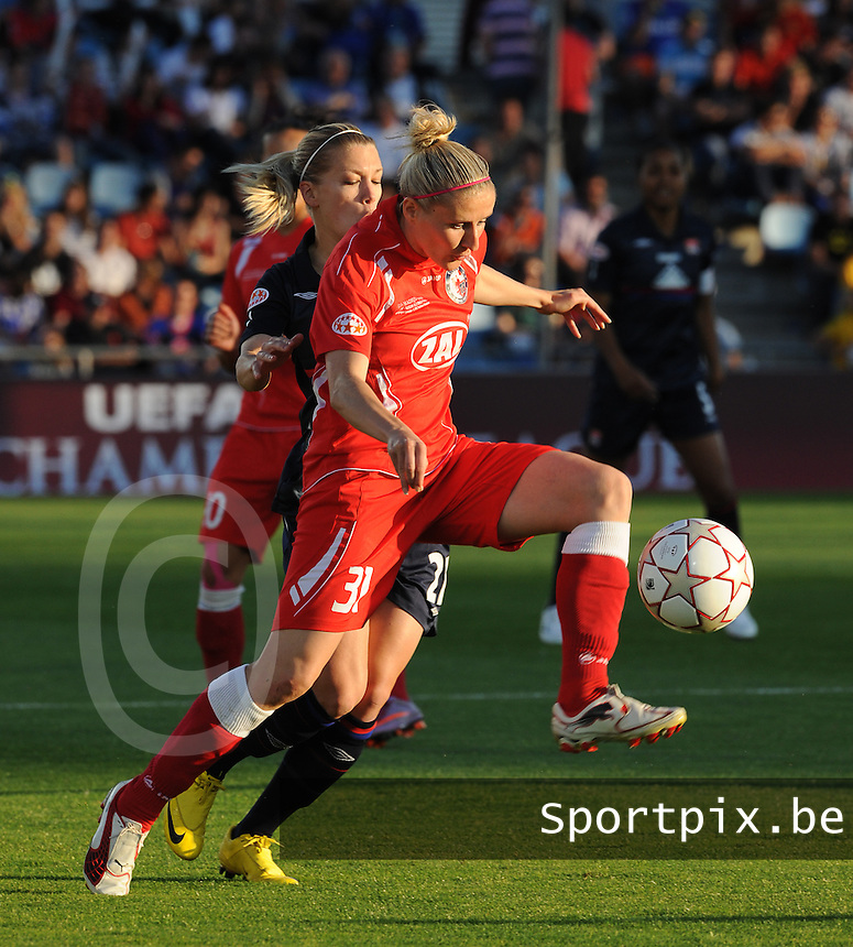 Uefa Women 's Champions League Final 2010 at  Coliseum Alfonso Perez in Getafe , Madrid : Olympique Lyon - Turbine Potsdam : Anja Mittag aan de bal.foto DAVID CATRY / Vrouwenteam.be