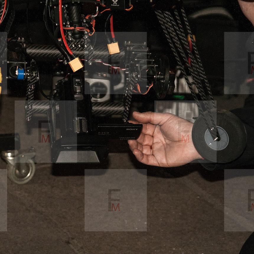 Manifestazione del Movimento 5 Stelle in Piazza Duomo a Milano. Il drone utilizzato per le foto aeree della piazza; nella foto il particolare della videocamera.