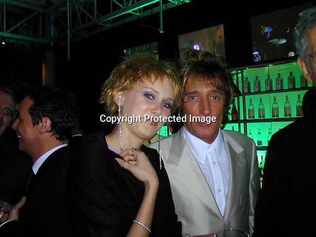 Kimberly &amp; Rod Stewart<br />2000 Vanity Fair Post Oscar Party<br />Morton's Restaurant<br />Los Angeles, California, USA<br />March 26, 2000<br />Photo by Celebrityvibe.com