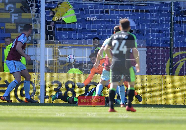 13/05/2018 Premier League Burnley v AFC Bournemouth<br /> <br /> Nick Pope saves