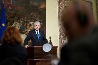 Mario Monti durante la conferenza stampa a Palazzo Chigi dopo l'incontro con Il primo Ministro Spagnolo Mariano Rajoy ..Spanish Prime Minister Mariano Rajoy meets with Italian premier Mario Monti