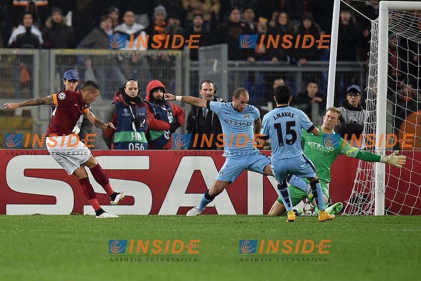 Joe Hart saves a shot of Jose Holebas Parata<br /> Roma 10-12-2014 Stadio Olimpico, Football Champions League Group Stage Group E . AS Roma - Manchester City. Foto Andrea Staccioli / Insidefoto