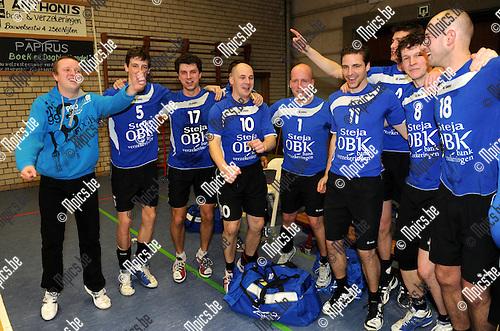 2012-02-25 / Volleybal / seizoen 2011-2012 / Nijlen viert de titel..Foto: Mpics.be