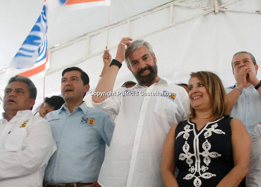 Oaxaca de Ju&aacute;rez, Oax. 04/05/2016.- Con un grato recibimiento de los ciudadanos oaxaque&ntilde;os quienes mostraron su apoyo con consignas y porras, dio arranque la campa&ntilde;a de Sergio Bello, candidato a la presidencia de Oaxaca de Ju&aacute;rez por la coalici&oacute;n Con Rumbo y Estabilidad por Oaxaca (CREO), mismo que se acompa&ntilde;&oacute; del representante del Comit&eacute; Ejecutivo Nacional del Partido Acci&oacute;n Nacional (PAN); Marko Cort&eacute;s, coordinador de diputados del partido blanquiazul en el Congreso Federal, as&iacute; como del postulante a gobernador Pepe To&ntilde;o Estefan Garf&iacute;as y aspirantes a diputados por los distritos XIII y XIV.<br /> <br />  <br /> <br /> Teniendo el &ldquo;Andador Tur&iacute;stico&rdquo; como sede, las cientos de personas reunidas para respaldar al candidato a alcalde de la alianza PRD-PAN, refrend&oacute; su compromiso con la ciudadan&iacute;a oaxaque&ntilde;a, enfatizando en que mejorara las condiciones actuales de la capital del estado con principios, valores y una doctrina clara que contribuir&aacute; a este gran esfuerzo.