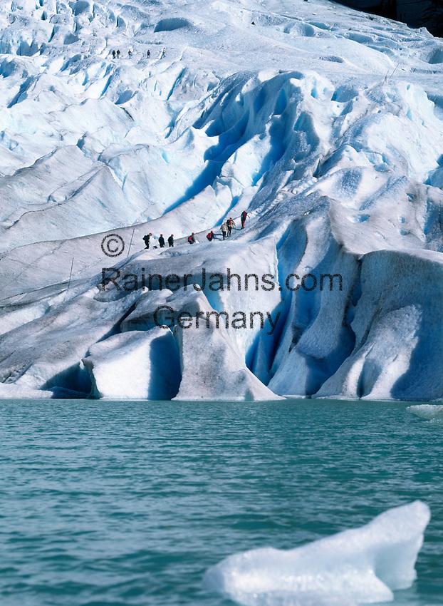 Norwegen, Sogn og Fjordane, Gletscherwanderung auf dem Briksdalsbreen, Teil des Gletschers Jostedalsbreen   Norway, Sogn og Fjordane, glacier Briksdalsbreen, part of glacier Jostedalsbreen