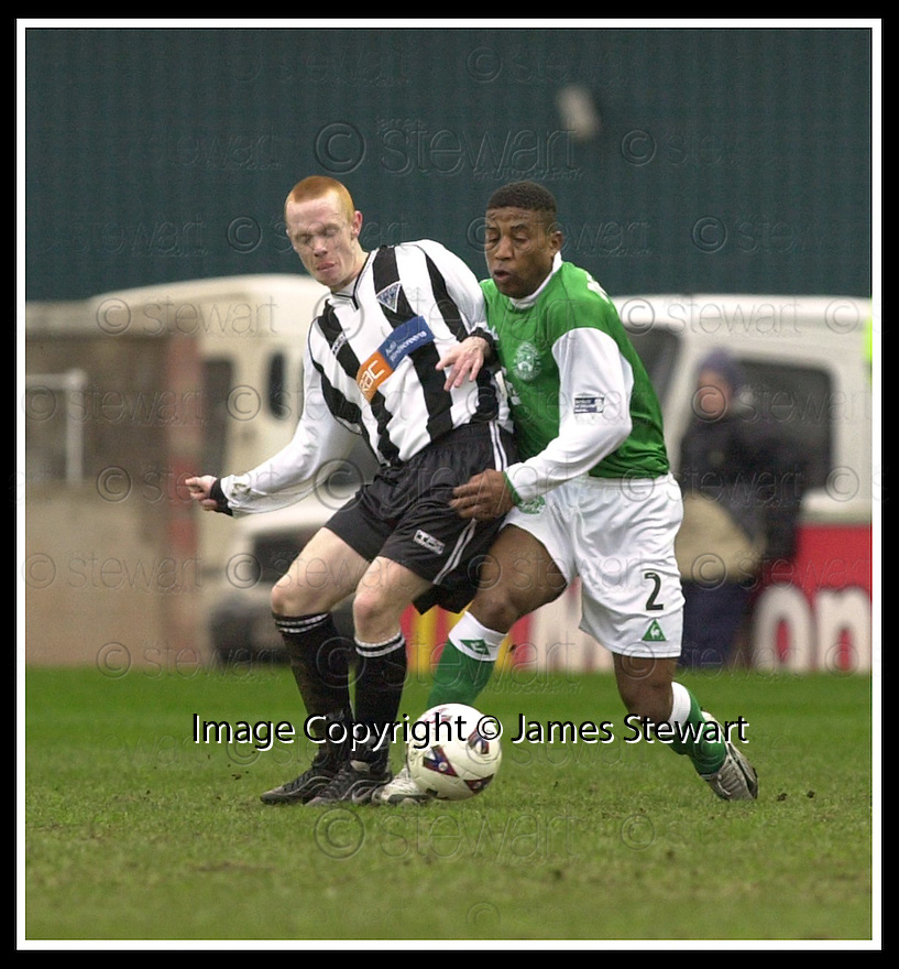 16/02/2002                 Copyright Pic : James Stewart .Ref :     .File Name : stewart-hibs v dunfermline 09.CHRIS MCGROARTY AND ULISES DE LA CRUZ CHALLENGE FOR THE BALL.....James Stewart Photo Agency, Stewart House, Stewart Road, Falkirk. FK2 7AS      Vat Reg No. 607 6932 25.Office     : +44 (0)1324 630007     .Mobile  : + 44 (0)7721 416997.Fax         :  +44 (0)1324 630007.E-mail  :  jim@jspa.co.uk.If you require further information then contact Jim Stewart on any of the numbers above.........