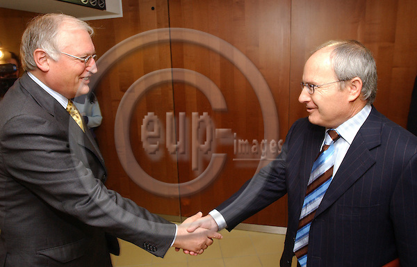 Brussels-Belgium - November 24, 2004---Jose (Jos?) MONTILLA (ri), Spanish Minister for Industry, Commerce and Tourism, meets with Guenter (G?nter) VERHEUGEN (le), Vice-President of the European Commission and in charge of Enterprise and Industry; at the 'Berlaymont', Headquarters of the EC---Photo: Horst Wagner/eup-images