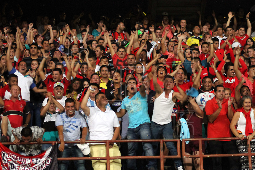 CUCUTA - COLOMBIA -07 -02-2015: Hinchas de Cucuta Deportivo, animan a su equipo durante partido entre Cucuta Deportivo e Independiente Santa Fe por la fecha 2 de la Liga Aguila I-2015, jugado en el estadio General Santander de la ciudad de Cucuta.  / Fans of Cucuta Deportivo, cheer for their team during a match between Cucuta Deportivo and Independiente Santa Fe for the date 2 of the Liga Aguila I-2015 at the General Santander Stadium in Cucuta city, Photo: VizzorImage / Manuel Hernandez / Str.