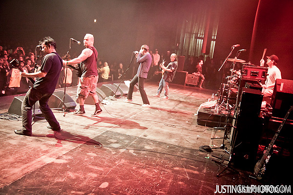 Live concert photo of The Dickies @ Santa Monica Civic Auditorium by http://www.justingillphoto.com