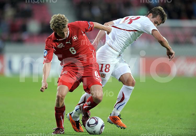 FUSSBALL   UEFA U21-EUROPAMEISTERSCHAFT 2011   Halbfinale  22.06.2011 Schweiz - Tschechische Republik  Fabian Lustenberger (li, Schweiz) gegen Lukas Marecek (re, Tschechische Republik)