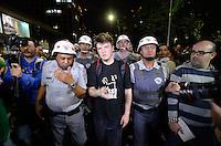SÃO PAULO 17 JUNHO 2013 - PROTESTO CONTRA O AUMENTO DE TARIFA DE ONIBUS - Lideranças do Passe Livre e Comando da PM são vistos na Av. Faria Lima na tarde desta segunda  feira (17), para a 5ª manifestação organizada pelo MPL (Movimento Passe Livre) que reivindica a redução da passagem de ônibus na cidade de São Paulo. FOTO: LEVI BIANCO - BRAZIL PHOTO PRESS