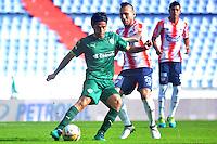 BARRANQUILLA- COLOMBIA -20-11-2016: Juan G Dominguez (Der.) jugador de Atletico Junior disputa el balón con Fabian Vargas (Izq.) jugador de La Equidad, durante partido entre Atletico Junior y La Equidad, por la fecha 20 de la Liga Aguila II-2016, jugado en el estadio Metropolitano Roberto Melendez de la ciudad de Barranquilla. / Juan G Dominguez (R) player of Atletico Junior vies for the ball with con Fabian Vargas (L) player of La Equidad, during a match between Atletico Junior and La Equidad, for the date 20 of the Liga Aguila II-2016 at the Metropolitano Roberto Melendez Stadium in Barranquilla city, Photo: VizzorImage  / Alfonso Cervantes / Cont.