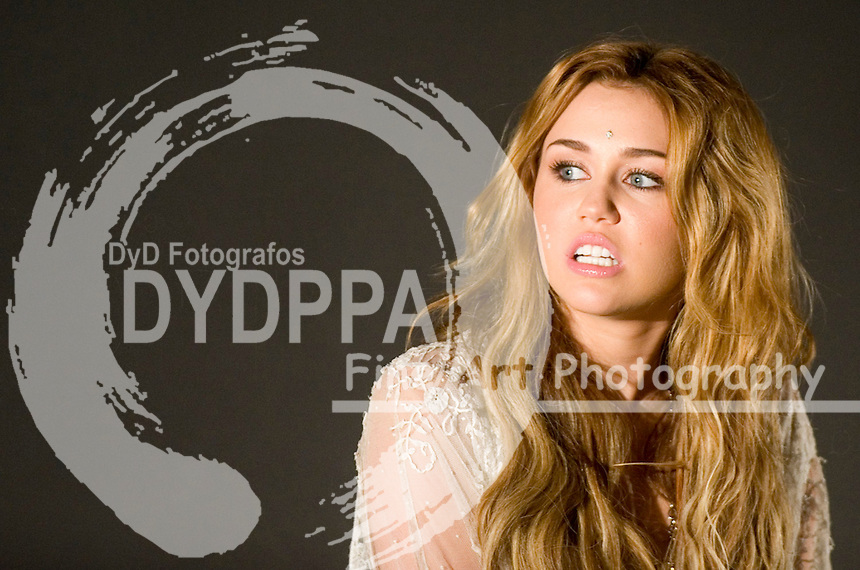 05/11/2010.Yelmo Cinema. Madrid. Spain. The american singer Miley Cyrus at fans encounter. (c) Eduardo Dieguez/ DyD Fotografos
