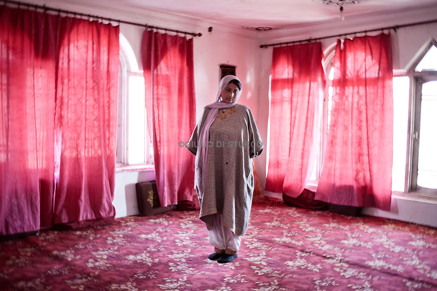 Kolsuma (21),her father disappeared  during the clashes in the 90', 14, November 2010,Zogyar village, Baramulla district, Kashimr.