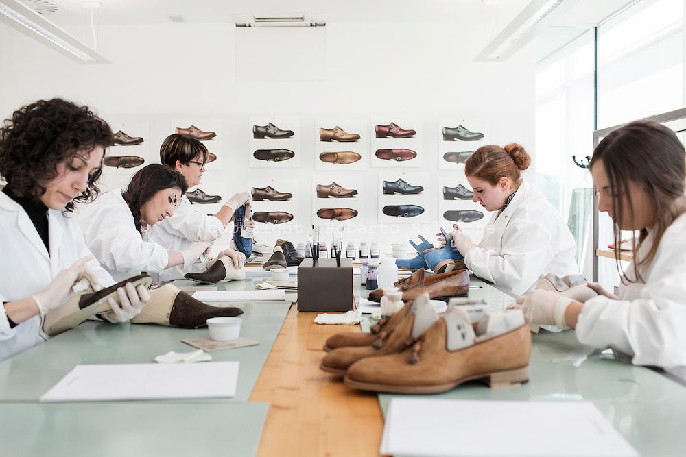 new concept c6619 fd7ec santoni-shoes-italy030.jpg   roberto salomone documentary ...