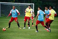 SAO PAULO, SP, 11 DE JULHO DE 2013. TREINO SPFC. treino do São Paulo Futebol Clube no Centro de Treinamento na Barra Funda, zona oeste da capital paulista. Este foi o primeiro treino com o comando de Paulo Autuori FOTO ADRIANA SPACA/BRAZIL PHOTO PRESS.