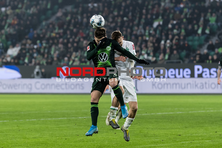 01.12.2019, Volkswagen Arena, Wolfsburg, GER, 1.FBL, VfL Wolfsburg vs SV Werder Bremen<br /> <br /> DFL REGULATIONS PROHIBIT ANY USE OF PHOTOGRAPHS AS IMAGE SEQUENCES AND/OR QUASI-VIDEO.<br /> <br /> im Bild / picture shows<br /> Renato Steffen (VfL Wolfsburg #08) im Duell / im Zweikampf mit Christian Groß / Gross (Werder Bremen #36), <br /> <br /> Foto © nordphoto / Ewert