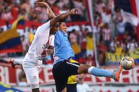 BARRANQUILLA- COLOMBIA -26 -07-2015: Roberto Ovelar (Der.) jugador de Atletico Junior disputa el balón con Juan Mosquera (Izq.) jugador de Cortulua, durante partido entre Atletico Junior y Cortulua, por la fecha 3 de la Liga Aguila II-2015, jugado en el estadio Metropolitano Roberto Melendez de la ciudad de Barranquilla. / Roberto Ovelar (R) player of Atletico Junior vies for the ball with Juan Mosquera (R) player of Cortulua, during a match between Atletico Junior and Cortulua,  for the date 3 of the Liga Aguila II-2015 at the Metropolitano Roberto Melendez Stadium in Barranquilla city, Photo: VizzorImage. / Alfonso Cervantes / Cont.