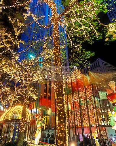 CHRISTMAS TREE LIGHTS ROCKEFELLER CENTER MANHATTAN NEW YORK CITY  USA