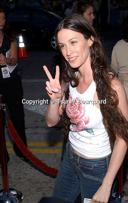 Alanis Morisette arriving at the Jay and Silent Bob Strike Back premiere at the Bruin Theatre in Los Angeles. August 15, 2001            -            MorisetteAlanis07.jpg