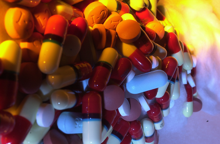 RC20000215-200-IW: February 15, 2000: A mountain of pills, tablets, gelcaps and caplets, for pain medication and the common cold.          Ian Wagreich/Roll Call