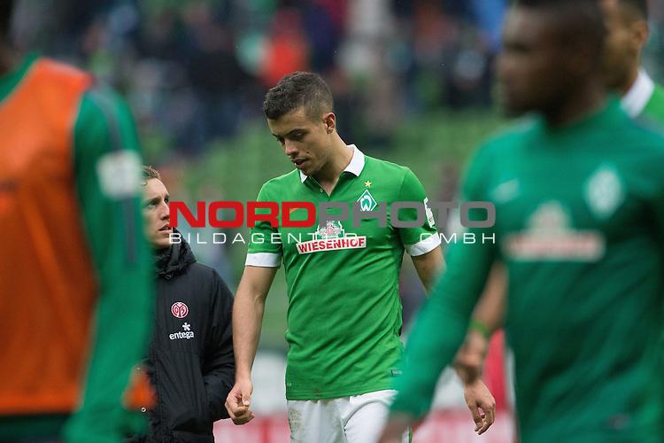 04.04.2015, Weser Stadion, Bremen, GER, 1.FBL. Werder Bremen vs 1. FSV Mainz 05, im Bild<br /> <br /> <br /> dank an die Fans <br /> Franco Di Santo (Bremen #9)<br /> <br /> Foto &copy; nordphoto / Kokenge