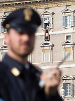 Agenti di Polizia Piazza San Pietro in occasione dell'Angelus celebrato da Papa Francesco, sullo sfondo, Citta' del Vaticano, 15 novembre 2015.<br /> Italian Police officers in St. Peter's Square on the occasion of the Angelus prayer celebrated by Pope Francis, in background, at the Vatican, 15 November 2015.<br /> UPDATE IMAGES PRESS/Riccardo De Luca<br /> <br /> STRICTLY ONLY FOR EDITORIAL USE